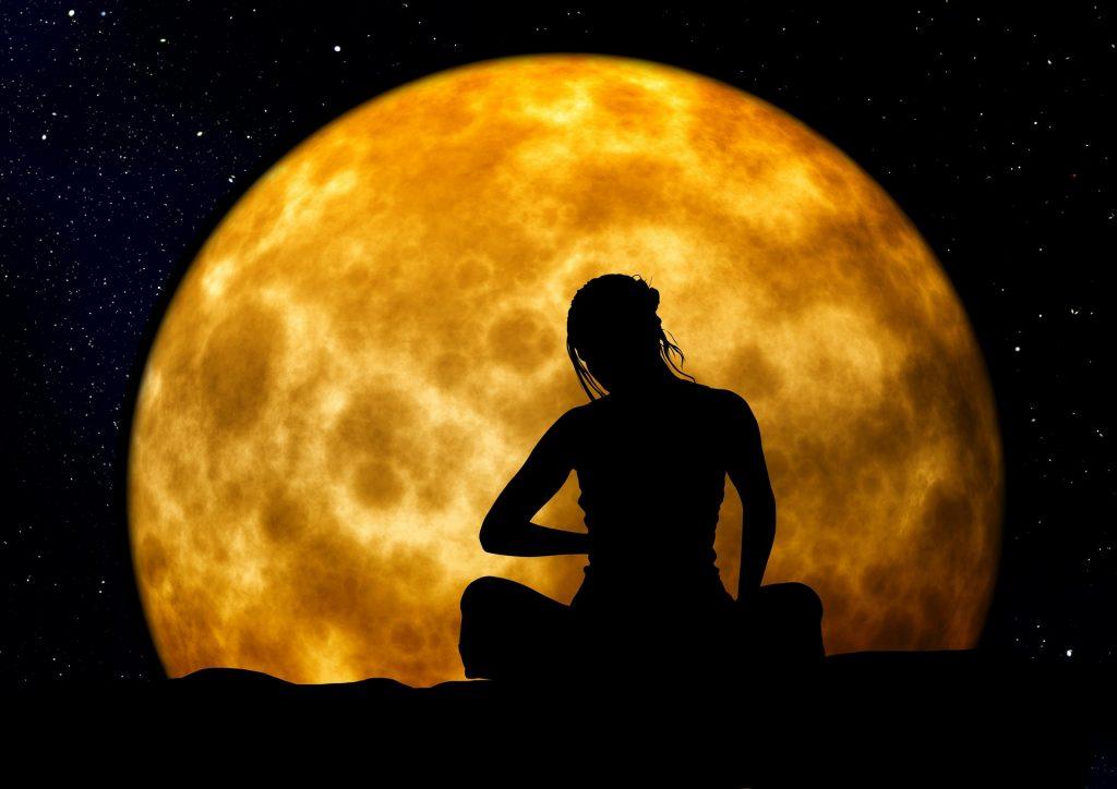 La luna influye en la mujer y en la obsidiana