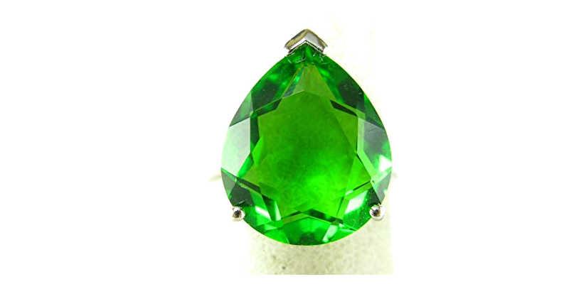 La obsidiana verde no posee el brillo y la transparencia de la esmeralda